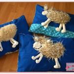 Schafskuschelkissen: Die ersten drei Exemplare