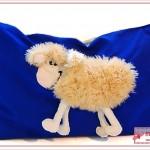 Schafskuschelkissen in blau - Schaf zum Kuscheln sucht neues Zuhause.