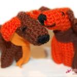 """Häkelhund-Duo """"Plisch & Plumm"""" in braun und orange"""