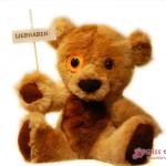 Teddy-Bär aus Kuschel-Plüsch mit klarer Forderung: Liebhaben!