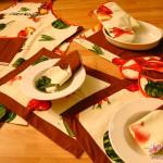 Das komplette Küchen-Set: Schürze, Topflappen, Servieten, Tischsets