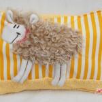 Schaf-Kuschelkissen gelb mit Frottee