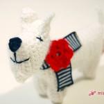 Betty mit Blümchen: Häkelhund jetzt neu im Shop
