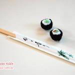 Gehäkeltes Sushi. Natürlich mit Ess-Stäbchen.