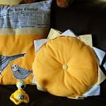 Neue Kissen: Orange und Gelb mit Vogelmotiven