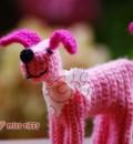 Gehäkelter Hund in Rosa