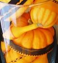 So sieht das aus der Nähe aus: Hübsche Kürbis-Deko für Herbst & Halloween