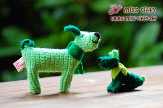 Grüne Frühlingshunde wollen Gassi gehen...