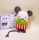 Glücksbringer-Maus mit Glücks-Etikett :-)