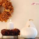 Herbst-Deko 2012: Blätterkranz und weiße Kürbisse