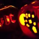 Halloween-Kürbis 2012 ... mit Hexenhaus und AC/DC-Logo