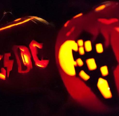 Kürbislaternen... mit Hexenhaus und AC/DC-Logo