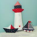 Papierboot-Kissen, Leuchtturm & Segelboot, genäht von Denise | zwergenluxus.blogspot.de, nach den gleichnamigen binenstich-Ebooks