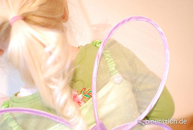 Kleine große Elfe im Lieblingskostüm mit geliebten Glitzer-Flügeln | binenstich.de