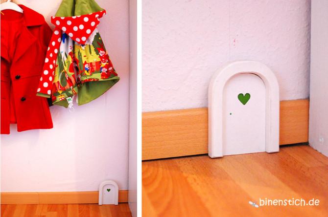Unter der Garderobe im Kinderzimmer ist die geheime Elfentür zu finden | binenstich.de