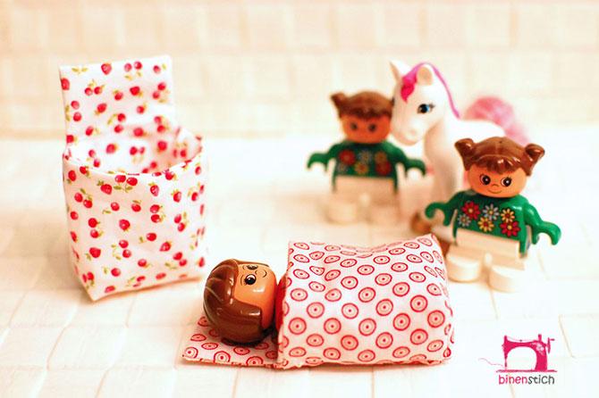 Gute Zeiten 19: Frisch genähte Mini-Schlafsäckchen auf dringenden Wunsch des binenkinds hin | binenstich.de
