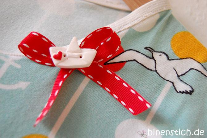 Papierboot-Knopf am Kindernachthemd | binenstich.de