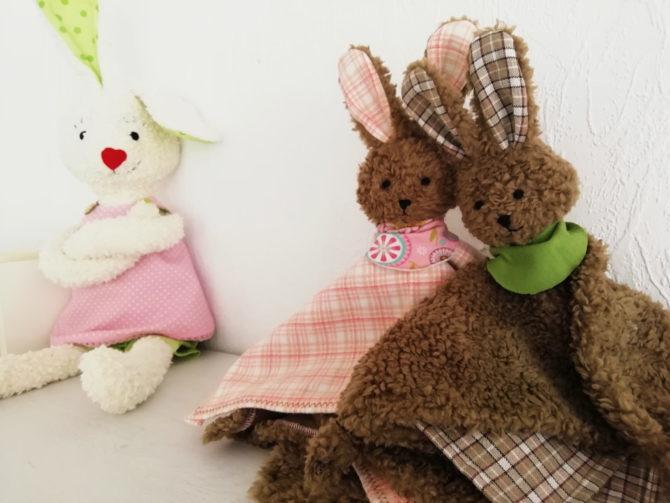 Hasen-Schnuffeltuch nähen: Hanna Hase mit zwei Schnuffelhasen